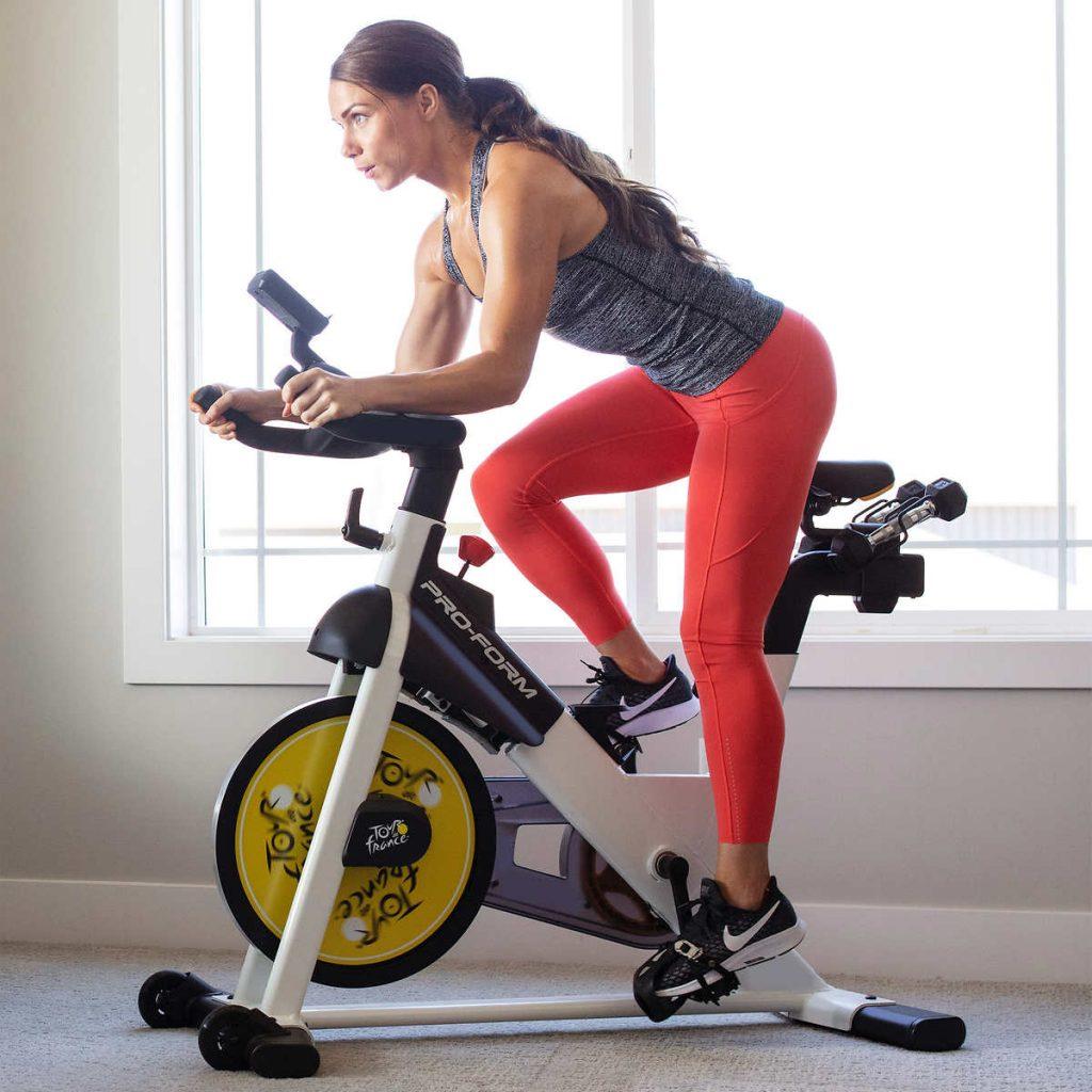 Bicicleta fitness este printre cele mai ieftine aparate fitness pentru acasa