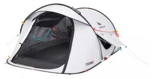Poti utiliza un cort pentru camping 2 Seconds Fresh&Black 2 persoane Quechua daca iti doresti timp de montare mic.