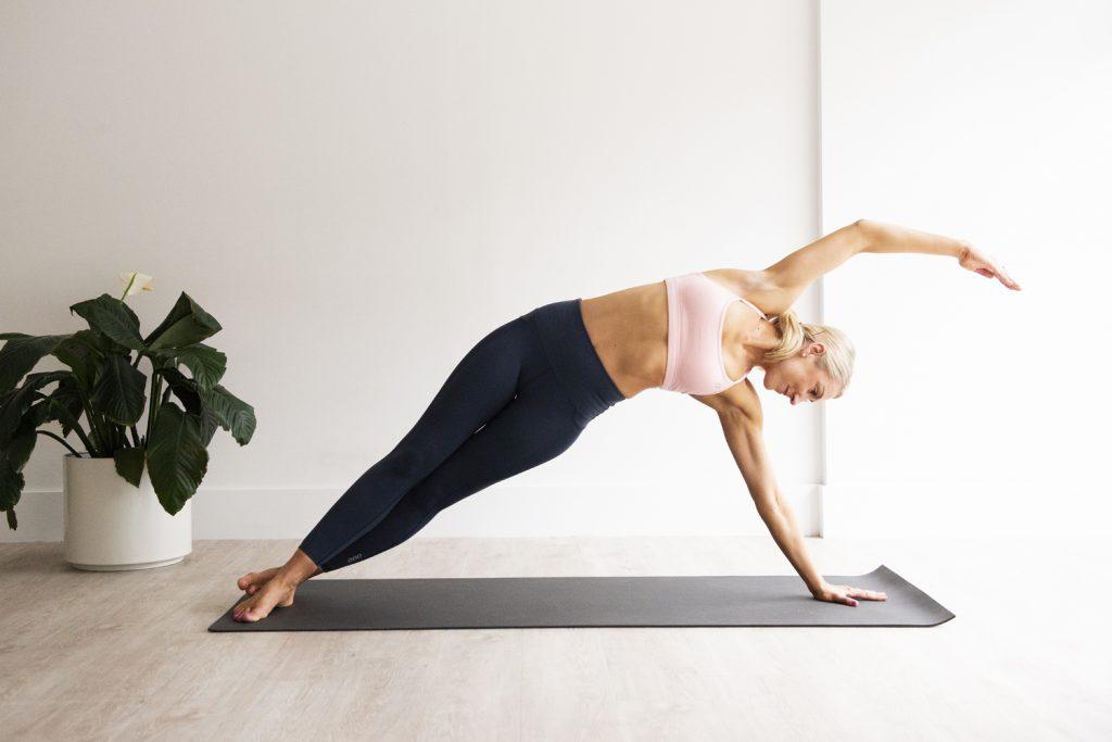Pilates te poate ajuta ca sa elimini durerile de spate si stresul! Este foarte bun.