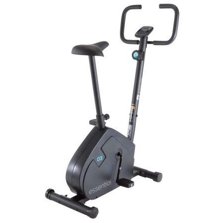Bicicleta fitness de apartament ESSENTIAL Domyos este mai ieftina decat Bike 120 Domyos, deoarece are cateva minusuri, precum lipsa rotilor de transport si a senzorilor de pe ghidon.