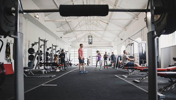 Atunci cand alegi cea mai potrivita sala de fitness trebuie sa iei in considerare atat orarul de functionare, cat si aparatele fitness existente din locatie.