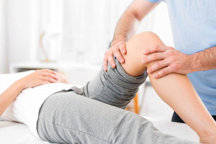 Recuperarea prin kinetoterapie este diferita de fizioterapie si poate fi realizata in cabinete din Bucuresti, Cluj sau alte orase.