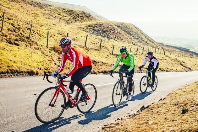 Cand ne gandim la beneficiile mersului pe bicicleta putem vorbi de imbunatatirea functiilor vitale, arderea grasimilor sau cresterea tonusului muscular.