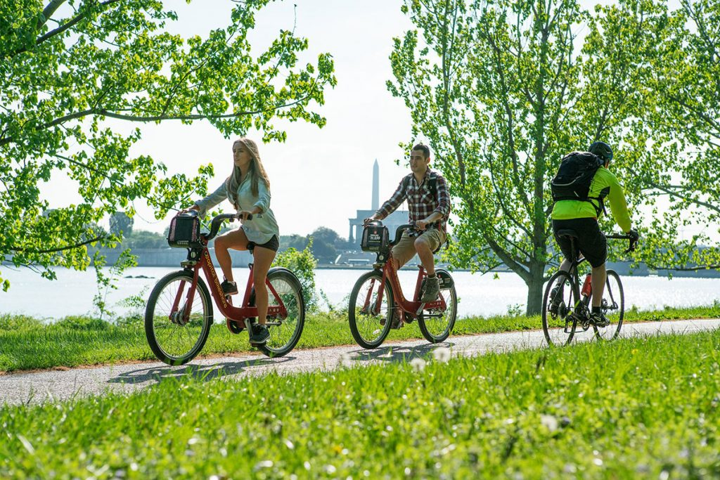 Daca ai o bicicleta si te pasioneaza ciclismul te poti plimba cu ea in aer liber.