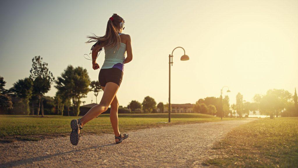 Un sport in aer liber pe care il poate practica oricine este alergatul!