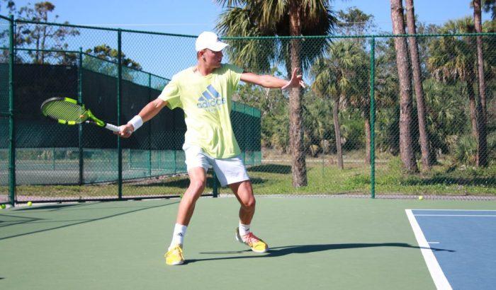 Printre cele mai interesante sporturi in aer liber se numara si tenisul!