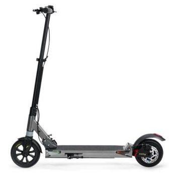 Poti comanda trotineta electrica Revolt Speed Revoe de la Decathlon, fiindca are autonomie de 20km si viteza maxima de 25km/h.