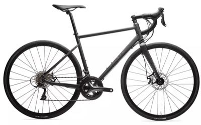 Bicicleta de sosea RC 500 negru Triban are un pret excelent, fiind usoara si confortabila pentru drumuri placute!