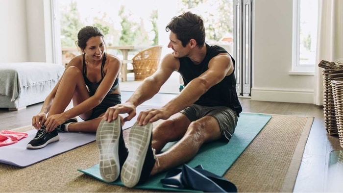 Poti face sport acasa fara niciun aparat fitness, practicand exercitii interesante precum flotarile, abodmenele si sariturile!